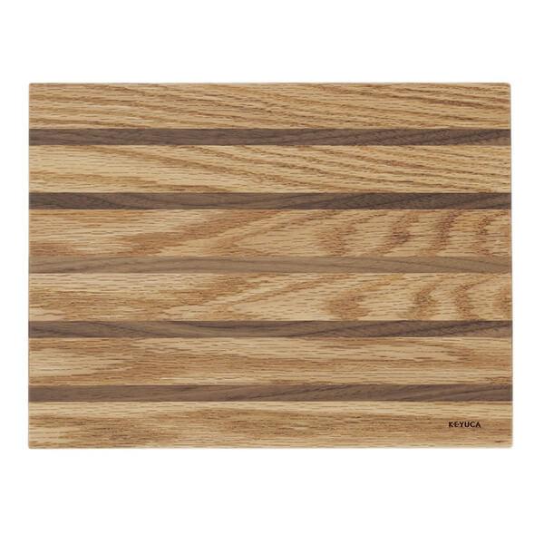 家具の端材を使ったプレートの写真