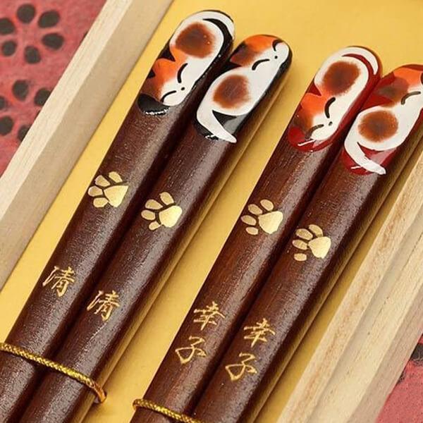 伝統工芸ねこの名入れ箸ペアの写真