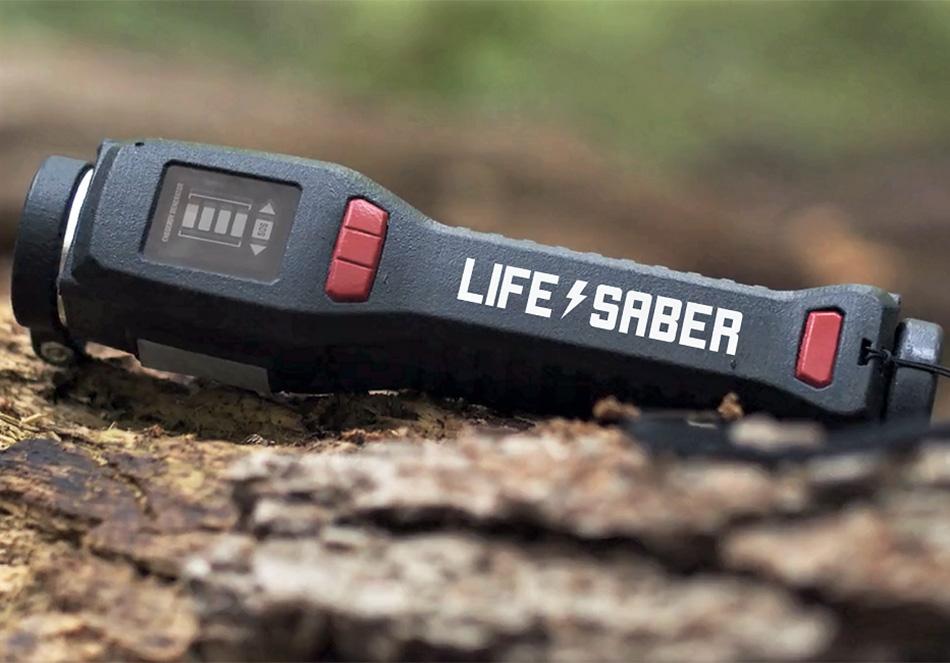 災害時のスマホ電源確保に。手動で発電できる便利デバイス「LIFESABER」(外部サイト)