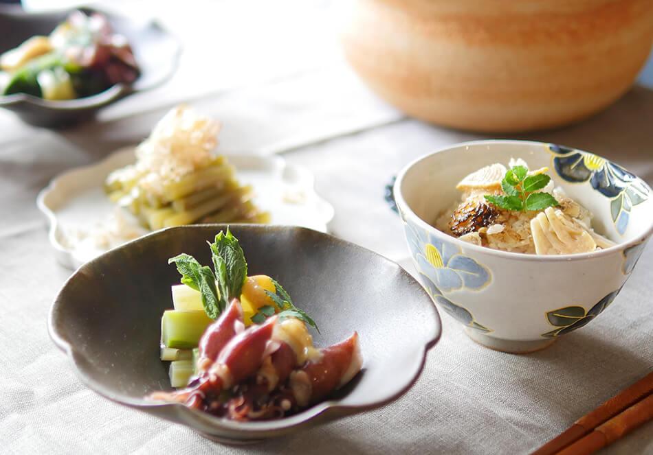 旬の山菜で食卓に季節感を。<br>たけのこごはんやウドとホタルイカのレシピの写真