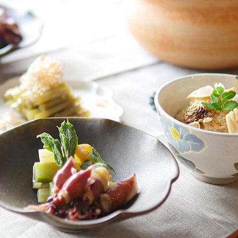 旬の山菜で食卓に季節感を。<br>たけのこごはんやウドとホタルイカのレシピ