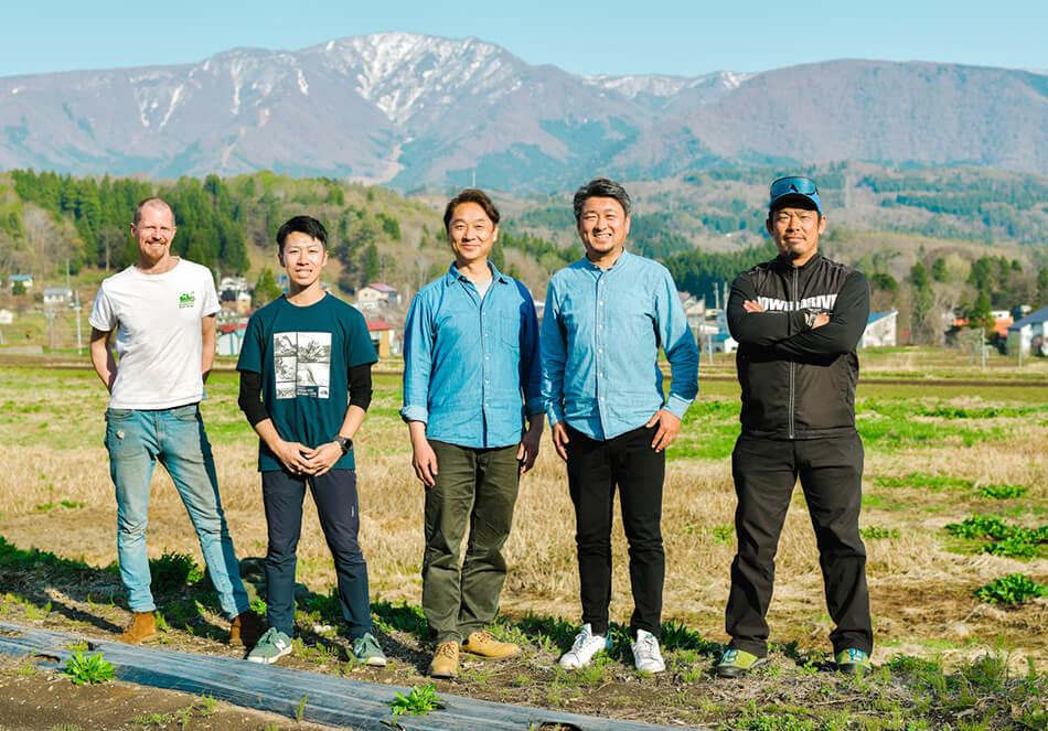 プロジェクトメンバー(左から)モーガンさん、木原翼さん、木原孝さん、岸田さん、庚さん