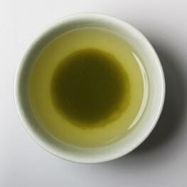 【くら寿司】特撰粉末緑茶で入れた緑茶のイメージ写真