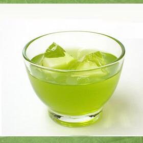 【くら寿司】特撰粉末緑茶で入れたアイス緑茶のイメージ写真