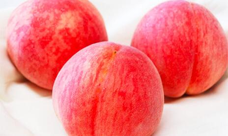 御所のピンク桃